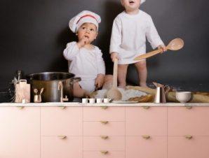 Αγόρια με αξεσουάρ κουζίνας Φαγητό Ταπετσαρίες Τοίχου 100 x 100 cm